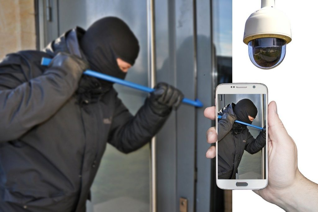 Commercial burglary spotted by CCTV